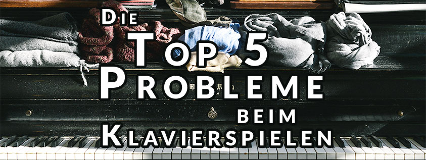 """Flügel mit unordentlichen Dingen oben darauf und Text Overlay """"Top 5 Probleme"""""""